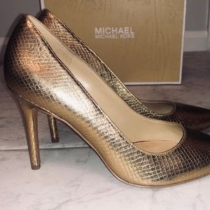 Michael Kors Claire Pump Gold